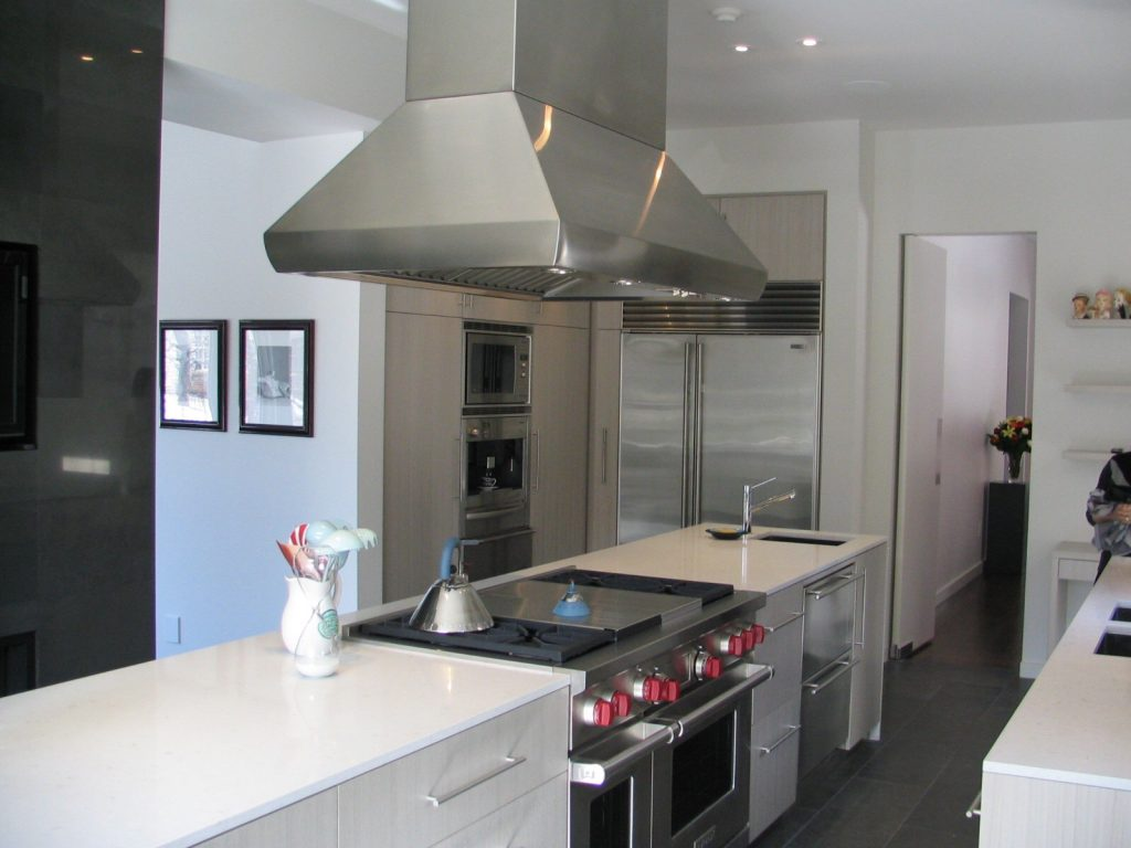 modern kitchen with custom cabinets - cabinets for a kitchen toronto