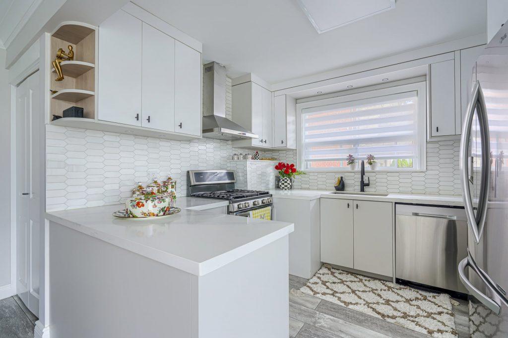 custom kitchen cabinets with backlit and shelves – kitchen remodeling mississauga
