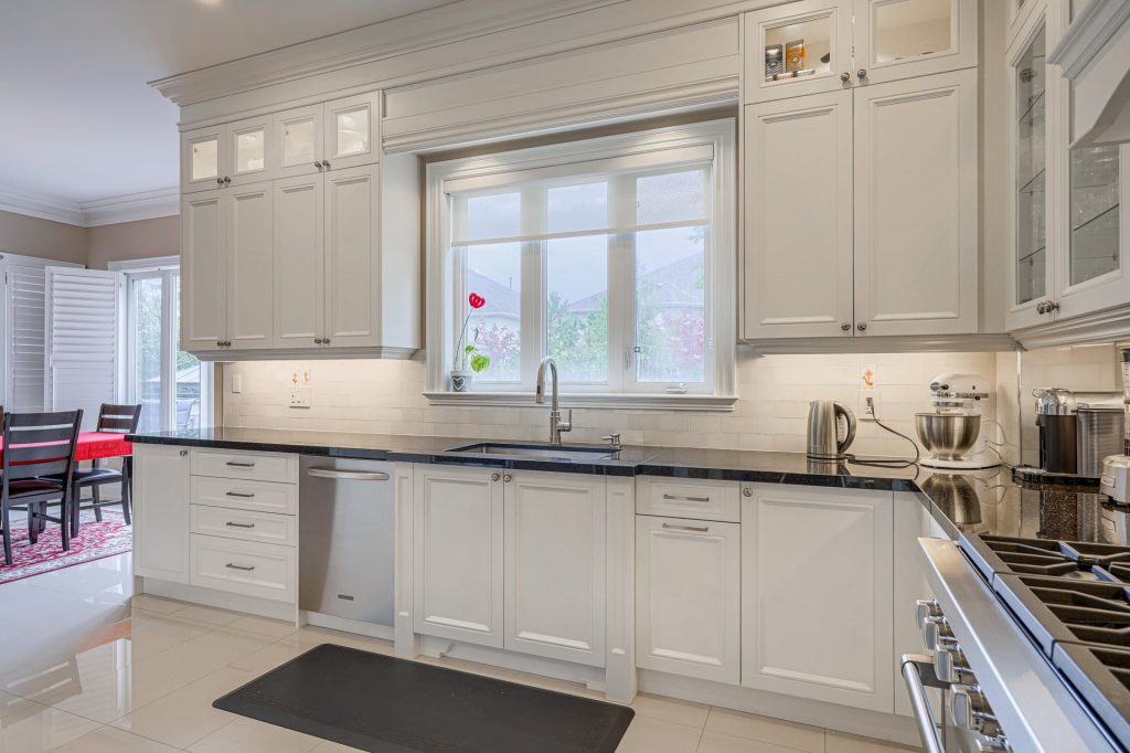 luxury kitchen with white kitchen cabinets – kitchen cabinets toronto