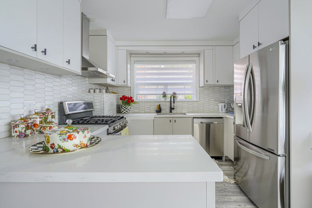 luxury kitchen with wooden floor and build in appliances – kitchen remodeling king city