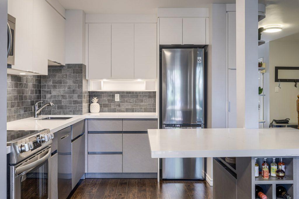 modern kitchen with backlit white kitchen cabinets – kitchen cabinetry markham