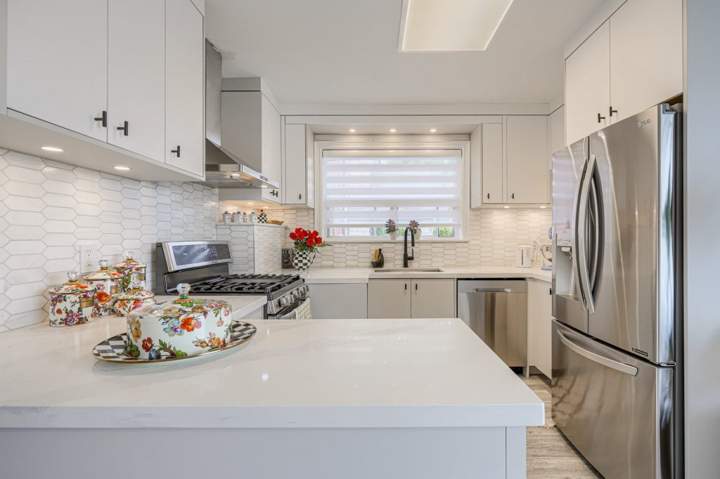 photo of finished kitchen with build in appliances and potlights – custom kitchen compaines brampton