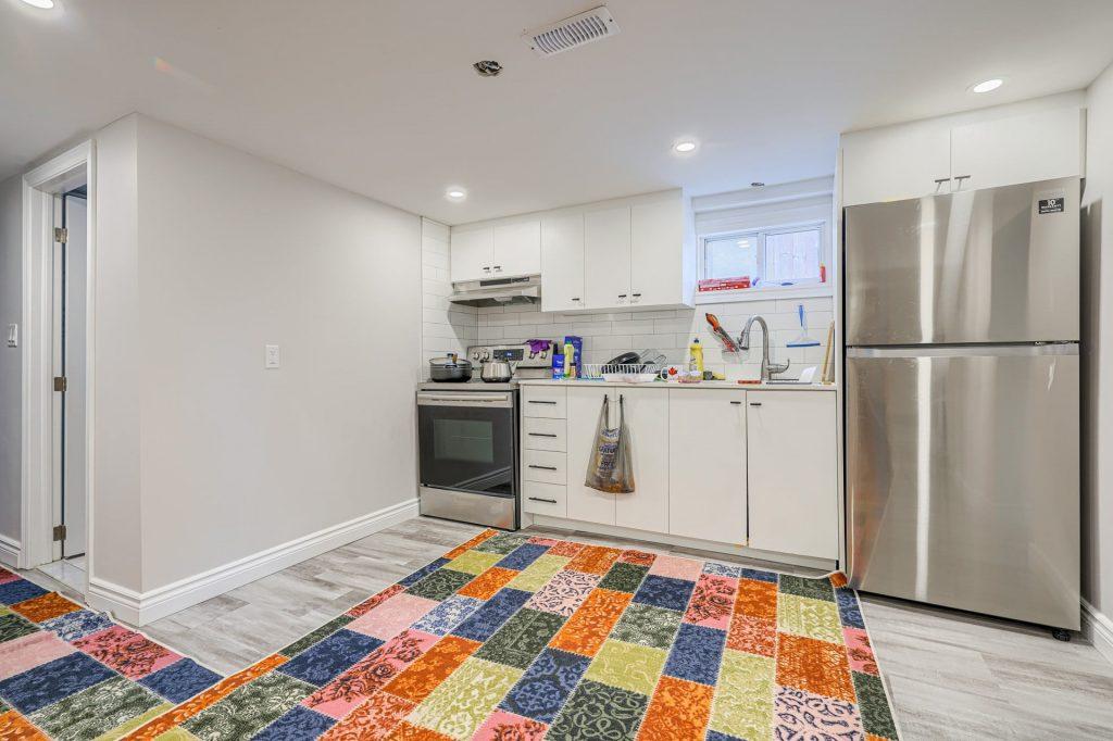 white custom kitchen cabinet in Etobicoke