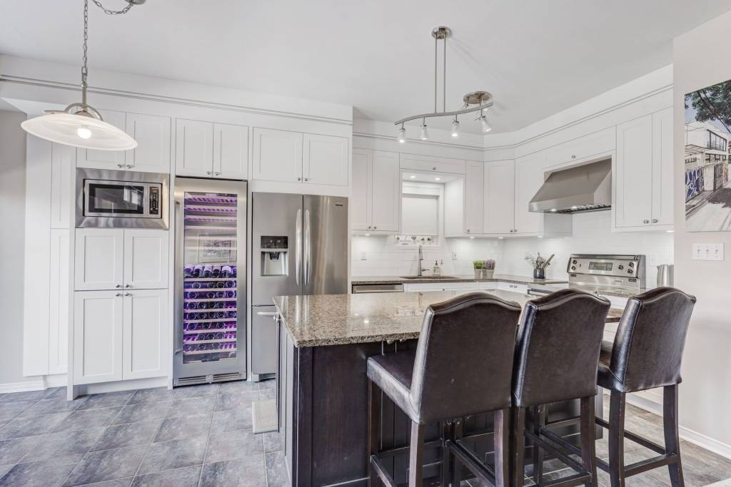 classic kitchen with custom island - kitchen design services Toronto