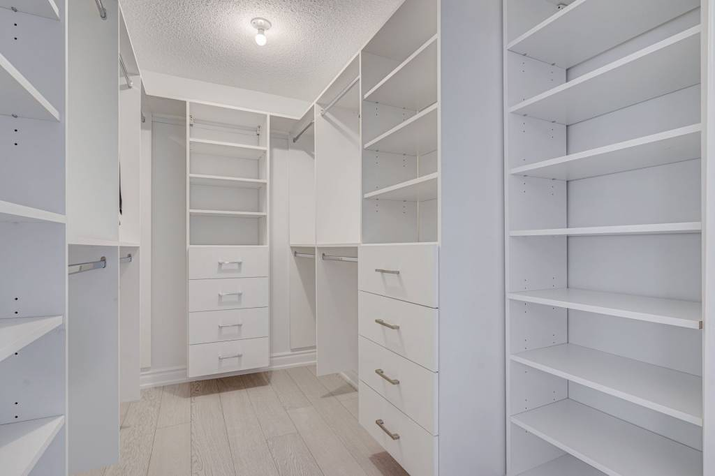 custom closets by clearview kitchens
