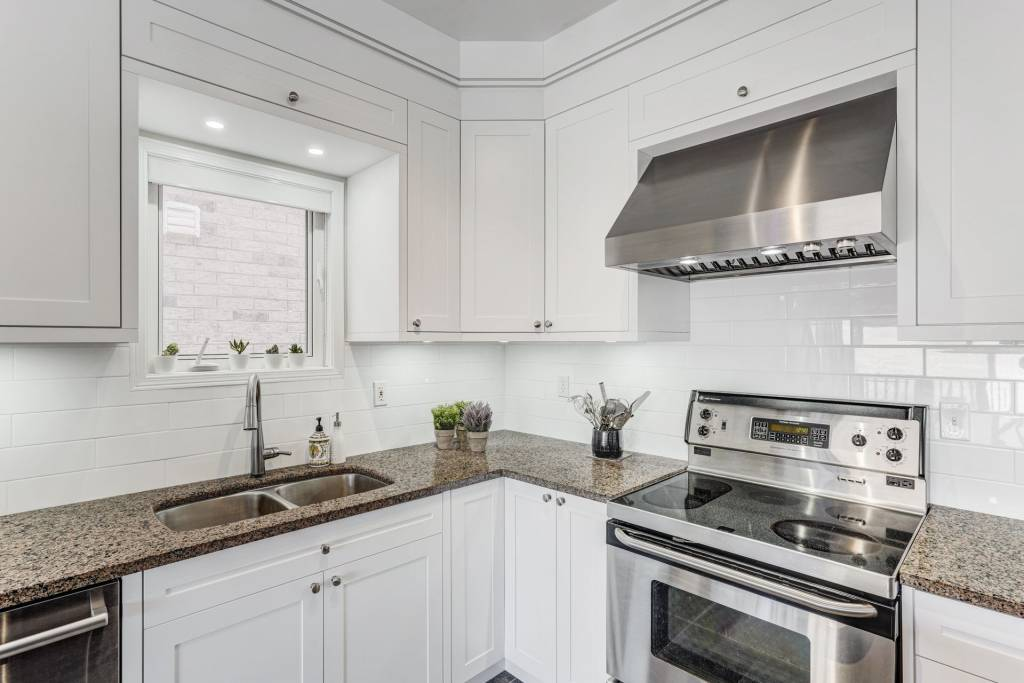 modern kitchen with custom kitchen cabinets by clearview kitchens Toronto