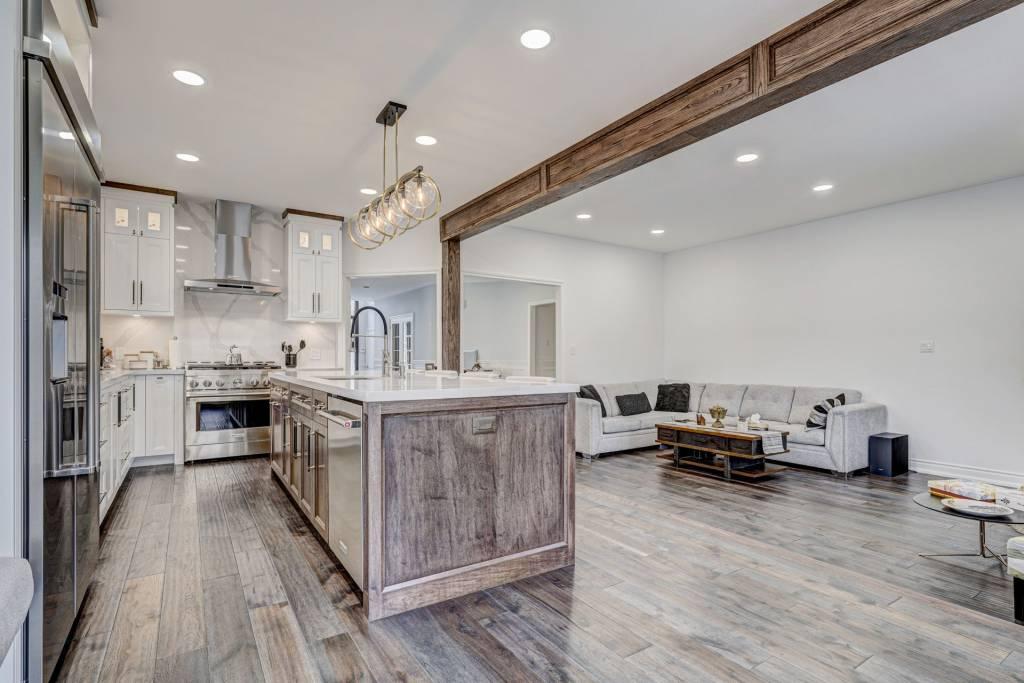 custom kitchen with luxury kitchen island - kitchen refacing toronto