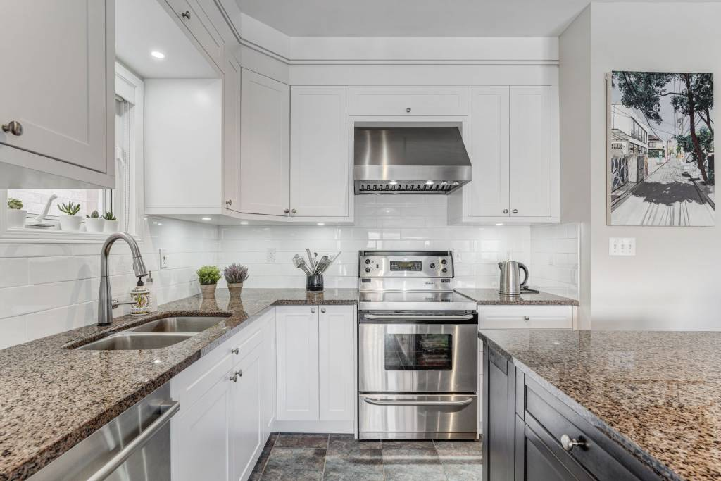 modern kitchen with luxury white kitchen cabinets - kitchen renovations toronto
