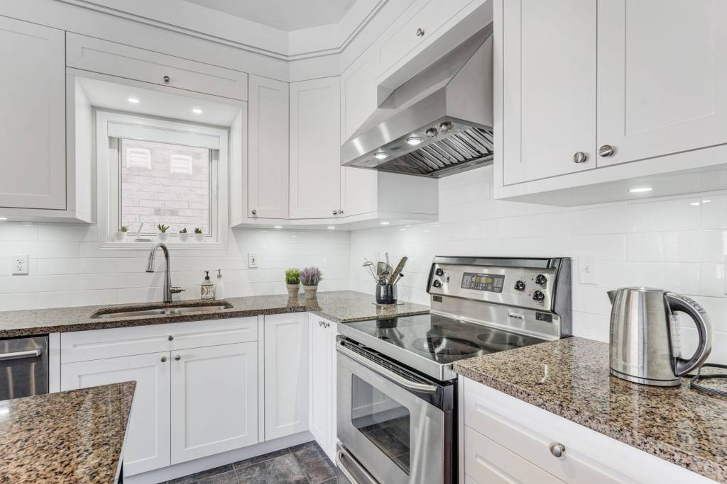 custom kitchen cabinets Toronto by clearview kitchens