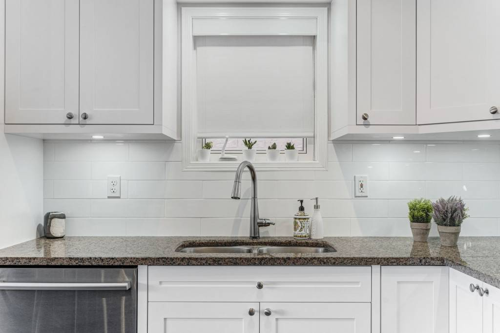 luxury countertop in custom kitchen - kitchen remodeling Toronto
