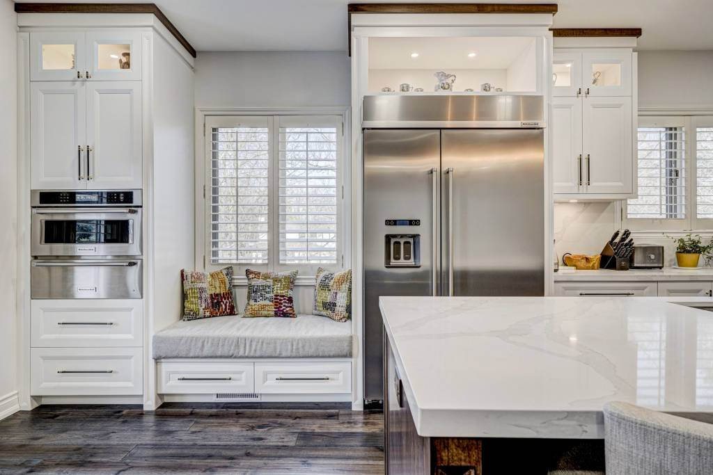 build in appliances in amazing kitchen - kitchen renovations toronto