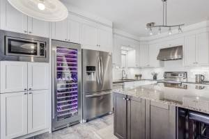 amazing custom kitchen with white kitchen cabinets - custom kitchens Toronto