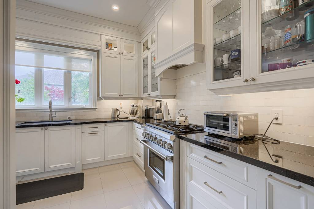 White Custom Kitchen Cabinets by Clearview Kitchens Mississauga