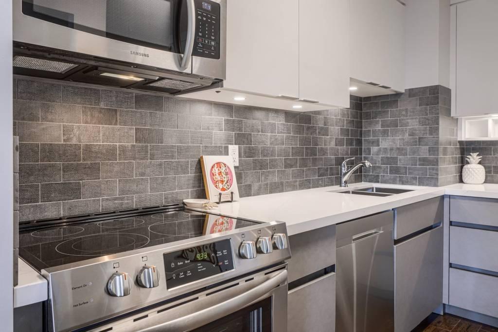 Modern White Glossy Kitchen Cabinets - Kitchen Refacing Etobicoke