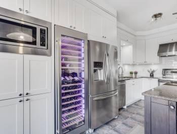 Amazing Kitchen with Build in Wine Fridge - Kitchen Refacing Toronto