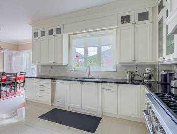 Classic Kitchen L Shape Design by Clearview Kitchens Toronto