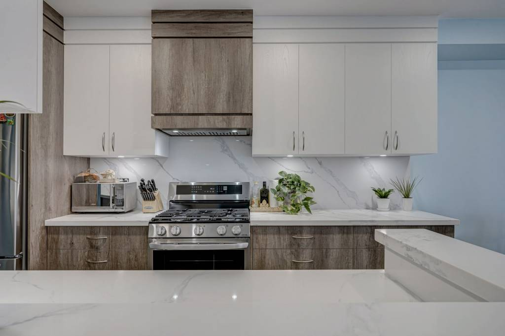 custom kitchen and cabinet makers in Barrie