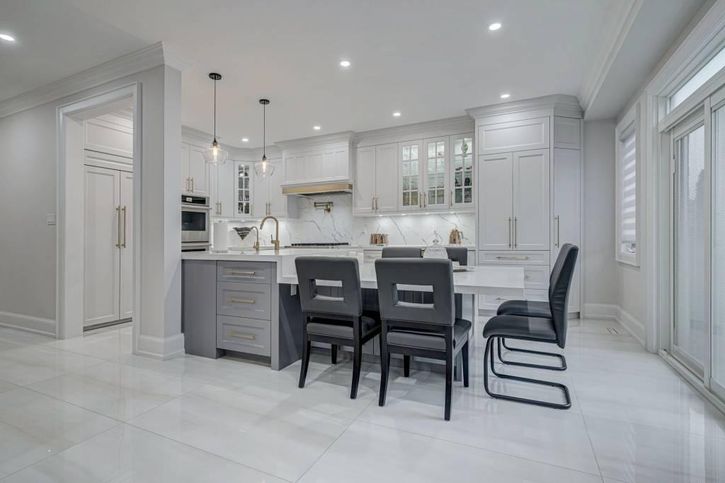 Amazing All White Kitchen Cabinets